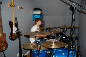 Tom does some drum tracking in the dry room. An unusual drummer - no rack toms.